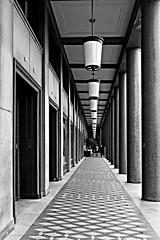 De Colonel / Maastricht (jo.misere) Tags: bw holland station floors maastricht lights nederland vloer lampen zw galerij zuilen thecolonel 1429689