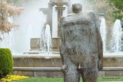Caminante (Landahlauts) Tags: escultura granada bronce escultor caminante puertareal fuentedelasbatallas bujalance aceradelcasino puertarr patochadas fujifilmxpro1 fujifilmfujinonxf55200mmf3548rlmois juanantoniocorredor