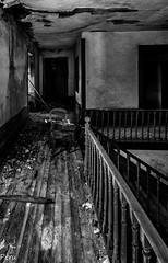 El pasillo de las sombras (Perurena) Tags: wood blackandwhite bw house blancoynegro casa madera decay ruina paso pasillo escombros abandono urbex barandilla urbanexplore