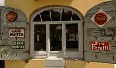 la vielle auberge , Lucques (jean-marc losey) Tags: italia lucca toscana toscane fentre publicit italie osteria auberge volet lucques