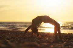 Brcken schlagen (nabestimmt) Tags: sunset ocean meer sonnenuntergang people sunlight beautiful beach strand ostsee germany deutschland nikon d7100