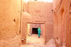 A Berber woman (Cagsawa) Tags: berber kasbah tinghir morocco moroccan northernafrica africa african indigenous ethnic desert rx100 alley tour todgha village fortress ksar wall ouarzazate atlasmountain atlas