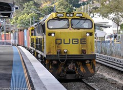 QUBE's 1107+1106 pause for the red at West Ryde Railway Station (john cowper) Tags: qube 11class 1107 1106 westryde railwaystation freight shortnorth suburbs sydney newsouthwales