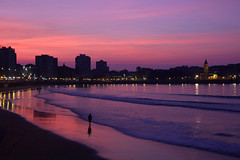 Pink sunset (planosdeluz) Tags: sunset pink gijon beach playa blue waves golden hour san pedro canon 60d tamron 1750mm lorenzo silueta