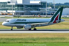 DSC_0274_796 (thokaty) Tags: eddm munichairport airbus eiimp fco a319 a319111 eis2011 alitalia