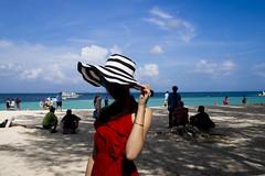 Girl (issaret.chalermsopone) Tags: streetphoto street streetphotography streetphotothailand thai thailand krabi island sand beach tourist red hat beaful girl boat sea olympus olympusomd zuiko zuiko17mm zuikodigital ishootstreet siamstreetnerds everybodystreet