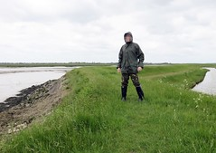 Mud explorer ready for the mire! (essex_mud_explorer) Tags: mud muddy mudding creek estuary tidal saltmarsh mudflats marsh marshes riverroach littlewakeringcreek fleetheadcreek essex camotrousers camouflage camo raincoat rainwear rainjacket wellies wellingtons wellingtonboots rubberboots wellington gummistiefel gumboots rainboots rubberlaarzen boue caoutchouc schlamm hunter hunterbullseye bullseyehood madeinchina