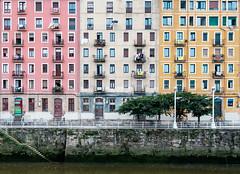 Geometric life (fernando_gm) Tags: colour colours color colores edificio building architecture arquitectura fujifilm fuji 1024mm xt1 simetria symmetry urbano city bilbao espaa spain patron path