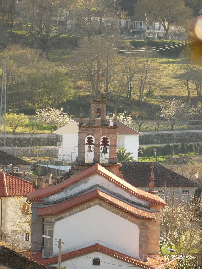 Águas Frias (Chaves) - ... a igreja matriz vista pelas traseiras ...