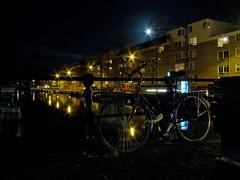 Haarlemmerweg (Gijlmar) Tags: moon holland netherlands amsterdam bicycle night lune europa europe nederland bicicleta lua noite holanda bicyclette nuit notte fahrrad fiets rower cykel bicicletta hollande avrupa amsterdo  hollanda pasesbajos  bisiklet kerkpr amsterd nederlnderna pasesbaixos      nizozemsko jzdnkolo