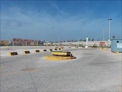 Puerto deportivo (gus_donosti) Tags: puerto rotonda cadiz cdiz asfalto bote