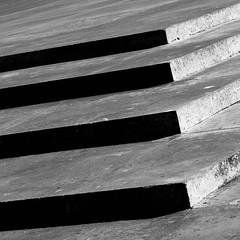 Untitled (Franquito M) Tags: escaleras exterior nikon d5200 minimalism minimalista minimalismo airelibre floor piso sombras luces blanco blancoynegro negro white black gris simple 35mm argentina rosario park parque huellas pasos soledad monocromatico monocrome desaturado saturacion shoot shooting escalones escalera peldaos stair stairway
