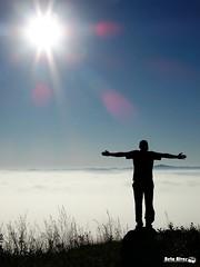 O retrato da liberdade (bettolves) Tags: sol flickr sony liberdade cu beto neblina amanhecer