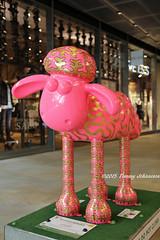 Wooly wiggle (tommyajohansson) Tags: geotagged sheep publicart shaun amusing cityoflondon faved shaunthesheep squaremile tommyajohansson charitableevent charitysupport shauninthecity woolywiggle