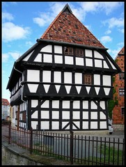 Quedlinburg - Word (abudulla.saheem) Tags: germany word deutschland nikon unescoworldheritage harz fachwerkhaus quedlinburg halftimberedhouse saxonyanhalt sachsenanhalt coolpixl12 abudullasaheem