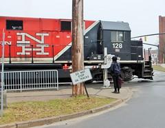 BL20GH-128 USA 04-10-2015_0016 (Ron Persan) Tags: usa trains locomotive danburyct metronorth 2015 connnecticut bl20gh bl20gh128 brookvilleequipment ronpersan