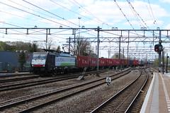 RTB 189 285 te Dordrecht 18 april 2015 (Remco van den Bosch 72) Tags: station siemens railway bahnhof dordrecht bahn gterzug rtb goederentrein rurtalbahn containertrein 189285 strasbourgshuttle