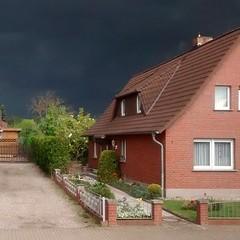 Es könnte Regen geben (ThomasKohler) Tags: cloud rain contrast square himmel wolke wolken squareformat kontrast gewitter regen wetter gegensatz iphoneography instagramapp uploaded:by=instagram