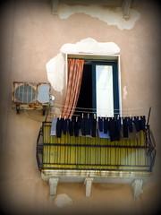 Aujourd'hui, on lave les chaussettes ..... (LILI 296....) Tags: balcon linge trapani chaussette sicile lessive croisiredefrance canonpowershotg16