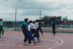 Ano 1988: Actividades deportivas do Concello de Sandis con cursos de monitor de baloncesto  na pista polideportiva (Sandis - Ourense). (Xav Feix) Tags: rural monitor galicia deporte animacin baloncesto deportivo ourense sandis concellodesandis