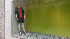 2015-06-27 01 Hamburg Colonnaden, kopflos (kaianderkiste) Tags: headless germany hamburg schaufenster oops schaufensterpuppe kopflos colonnaden displaydummy