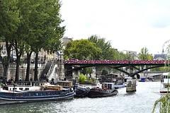 Quai and Pont des Arts (AntyDiluvian) Tags: park trip bridge paris france seine houseboat quai pontneuf 2015 squareduvertgalant quaideconti