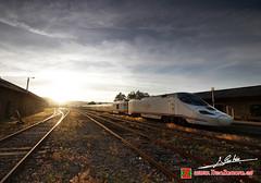 Partida (Luis Corts Zacaras) Tags: espaa luz sol tren atardecer estacion puebla zamora estacin ferrocarril renfe talgo 730 sanabria hbrido adif alvia