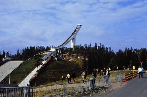 "77 Oslo 1984 Holmenkollbakken • <a style=""font-size:0.8em;"" href=""http://www.flickr.com/photos/69570948@N04/17075772602/"" target=""_blank"">View on Flickr</a>"