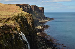 Kilt Rock by Romain Bessire (romainbessire) Tags: sea rock scotland kilt falls cliffs highland romain basalt falaises ecosse basalte bessire