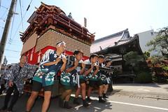 Pull the float of 4 tons (Teruhide Tomori) Tags: people festival japan event  float  gifu ogaki  ogakifestival importantintangiblefolkculturalproperties
