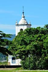 150326 0882 Paraty, Brasil (nicolaskuntscher) Tags: summer brazil church southamerica brasil paraty architecture arquitectura nikon iglesia cielo verano nk vegetacin sudamrica nikond7000