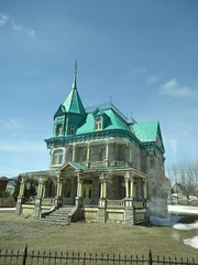 Quebec. Adams Family style grand Victorian house on the Avenue Royale. (denisbin) Tags: roof house river pond quebec cottage icy maplesyrup frenchstyle adamsfamily saintlawrence chezmarie royalroad avenueroyale icypond frenchroof produitsderable