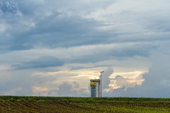 Der GEWA-Tower (Gerosas) Tags: juni feld wolken architektur turm weite bau neubau frhling hochhaus spaziergang fellbach fernblick rommelshausen wolkenhimmel gewa remsmurrkreis gewatower fernansicht