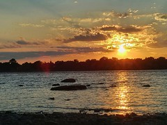 golden sunset (angelinas) Tags: sky sunlight canada clouds landscapes quebec montreal sunsets ciel cielo cloudscapes waterscapes naturelovers riverscapes