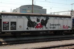SBB Cargo Güterwagen Hbbillns 21 85 245 7 356 - 3 mit Graffiti am Güterbahnhof Bern Weyermannshaus bei Bern im Kanton Bern der Schweiz (chrchr_75) Tags: chriguhurnibluemailch christoph hurni schweiz suisse switzerland svizzera suissa swiss chrchr chrchr75 chrigu chriguhurni april 2015 albumzzz201504april albumgüterwageninderschweiz eisenbahn bahn eisenbahnwagen jernbane transport railway kuljetus voiture ferroviaire iompar iarnróid il trasporto ferroviario 客車 spoorwegrijtuig jernbanevogn wagon kolejowy transporte ferroviário järnvägsvagn vagón güter güterwagen freight car tavaravaunu wagons de marchandises სატვირთო მანქანა carr lastais fragt bíll 貨車 vracht frakt bil wagony vagão carga godsvagn coche kantonbern güterbahnhof bahnhof rangierbahnhof bern weyermannshaus