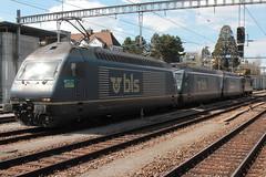 Lokzug mit BLS Ltschbergbahn Lokomotive Re 465 011 - 5 mit Taufname Wisen - Re 465 009 - 9 mit Taufname Napf - Re 465 013 - 1 mit Taufname Stockhorn und Re 4/4 175 mit Taufname Gampel am Bahnhof Spiez im Berner Oberland im Kanton Bern der Schweiz (chrchr_75) Tags: chriguhurnibluemailch christoph hurni schweiz suisse switzerland svizzera suissa swiss chrchr chrchr75 kantonbern april 2015 hurni150406 chrigu chriguhurni albumzzz201504april albumblsltschbergbahn bls ltschbergbahn eisenbahn bahn train treno zug lokomotive re 465 albumbahnenderschweiz albumbahnblsltschbergbahn juna zoug trainen tog tren   locomotora lok lokomotiv locomotief locomotiva locomotive railway rautatie chemin de fer ferrovia  spoorweg  centralstation ferroviaria albumbahnblsre465