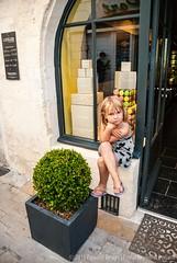 Little girl in front of  L'Atelier La Martinière