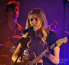 Louane en concert... (Yannick Galeski) Tags: music concert artiste chanteuse louane