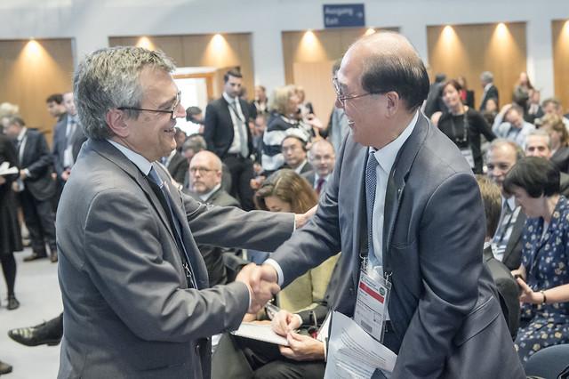 José Viegas greets Kitack Lim