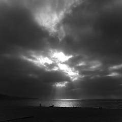 Y se hizo la luz... (ngel Santana Rico) Tags: light sunset sun luz sol beach atardecer playa