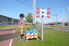 Railway crossing (DennisM2) Tags: railwaycrossing spoorwegovergang