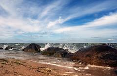 Brandung (Thomas Heuck) Tags: sea beach water strand sand rocks wasser wolken steine ostsee greifswald wellen bodden lubmin brandung