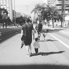 Av. Paulista #saopaulo #saopaulocity (screamyell) Tags: moon square squareformat iphoneography instagramapp uploaded:by=instagram