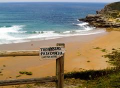 Carteles.... (_Zahira_) Tags: cartel playa mar beach sea madera cantabria suances loslocos olympus uro e500 ngr nr valla lafotodelasemana costa paisaje
