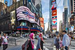 [NYC] (mcdyessjin (Yu-Jen Shih)) Tags: street city nyc people newyork canon eos timesquare ef
