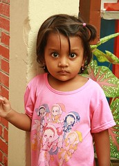 big eyed burmese girl (the foreign photographer - ) Tags: girl portraits canon thailand big kiss child bangkok eyed burmese khlong bangkhen thanon 400d