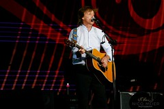 Paul McCartney with Martin D28 #3 (NM_Pics) Tags: munich mnchen paul beatles olympicstadium mccartney paulmccartney olympiastadion oneonone