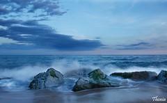 Premi de Mar (Gatodidi) Tags: premi de mar maresme barcelona catalunya catalua landscape paisatge paisaje rocas olas arena playa nikon d90 nubes cielo