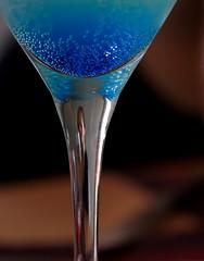 Buller  la Christian :-) (Et si, et si ...) Tags: bleu cocktail bulles verre dtails aprslerouge
