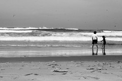 Duarte and Rui (barbara_vitoriano) Tags: family friends shadow blackandwhite white black praia beach portugal contrast children reflex high shadows contraste portuguese bnw aljezur albufeira argarve